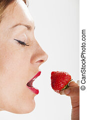 fresa, mujer que come