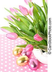 fresco, cor-de-rosa, tulips, com, ovos páscoa
