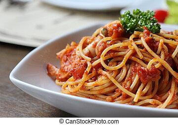 fresco, espagueti con la salsa de tomate, cicatrizarse