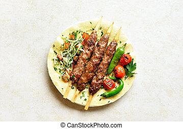 fresco, flatbread, adana, vegetales, kebab