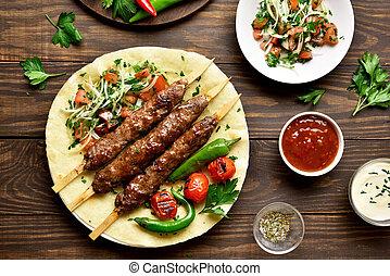 fresco, flatbread, adana, vegetales, turco, kebab