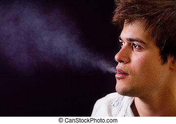 fresco, homem, com, fumaça, saindo, de, seu, boca