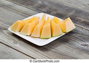fresco, melão, fatias, branco, prato, com, rústico, madeira,...