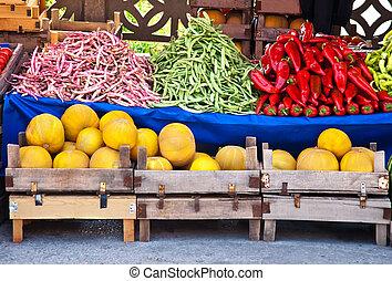 fresco, orgânica, frutas legumes, em, um, mercado rua