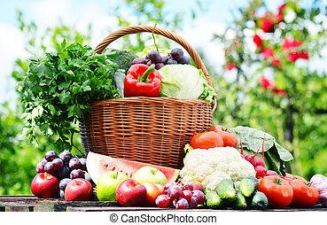 fresco, orgânica, legumes, em, cesta feito vime, jardim