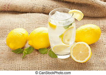 fresco, organico, limonata, con, menta, foglie