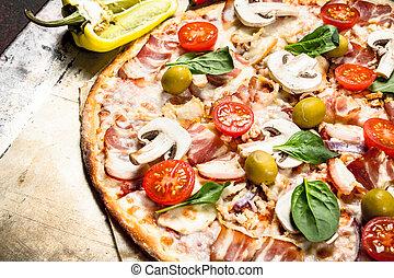 fresco, pizza, pancetta affumicata, tomatoes., funghi
