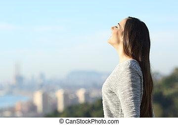 fresco, respirar, mulher, cidade, feliz, fundo, ar