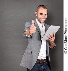 fresco, uomo affari, usando, touchpad, su, grigio, fondo