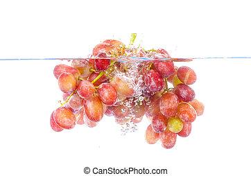 fresco, uva, caído, en, agua, con, salpicadura, aislado, blanco