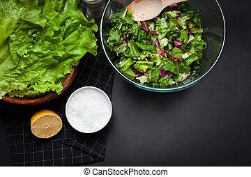 fresco, vegetariano, mistura salada, em, um, claro, bacia vidro, ligado, um, pretas, experiência.