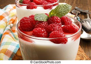 fresco, yogurt, com, framboesas, e, molho, em, um, vidro