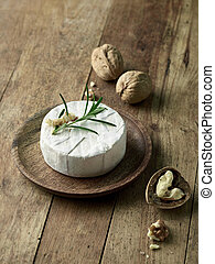 fresh brie cheese and walnuts