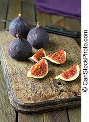 Fresh figs on a chopping board