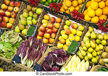 fresh food offered in a food market hall