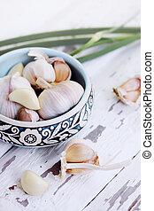 Fresh garlic in a bowl