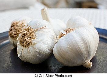 Fresh garlic plate