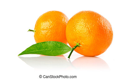 fresh mandarine fruits with green leaves isolated