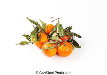 fresh mandarins with leaves