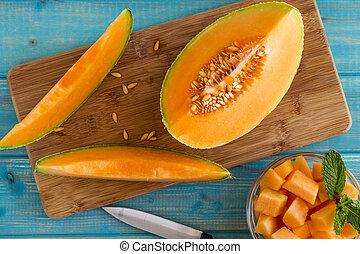 Fresh organic cantaloupe melon - Organic cut cantaloupe...