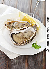 Fresh oysters - Two fresh oysters platter served with wine