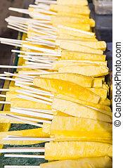 fresh pineapple split for eat