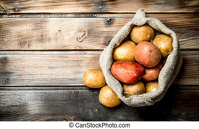 Fresh potatoes in the sack.