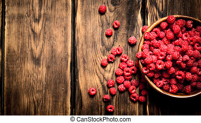 Fresh raspberries in a bowl.