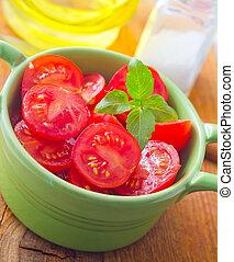 Fresh salad with tomato and basil