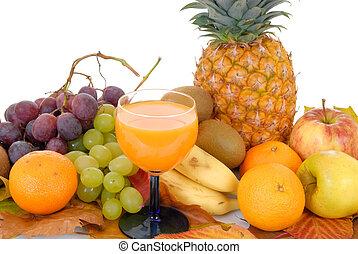 Fresh seasonal fruit, pineapple, apples, bananas, kiwi, ...