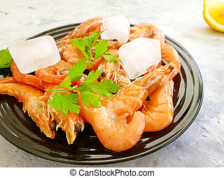 fresh shrimp ice parsley on a plate