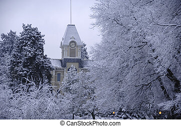 Fresh snow on campus - Benton Hall on the campus of Oregon ...