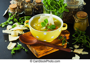 Fresh split pea soup with crackers and herbs