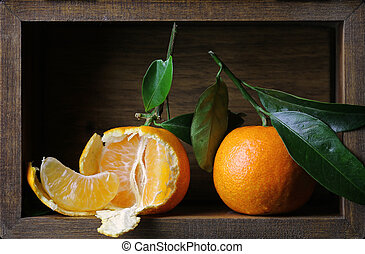 fresh tangerines in a wooden box