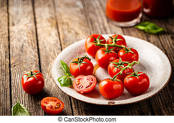 Fresh tomatoes in a plate