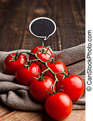 Fresh tomatoes with idea sign on kitchen towel