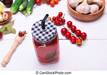 Freshly squeezed tomato juice i