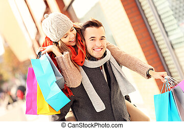 freudig, paar, shoppen, stadt