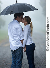 freundin, küssende , regen, freund