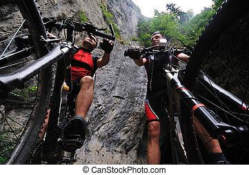 freundschaft, draußen, auf, mountain-bike