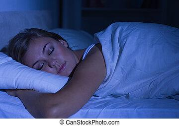 fridfull, kvinna, sova, om natten