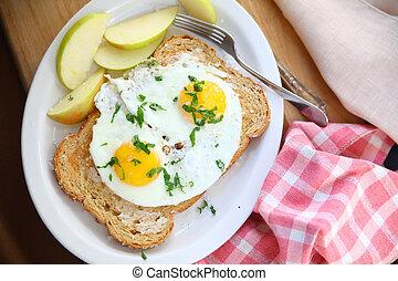 Fried eggs on toast with salt