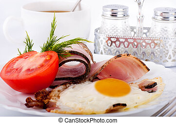 Fried eggs with bacon and tomatoes, a nourishing breakfast