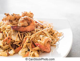 fried noodles with shrimp