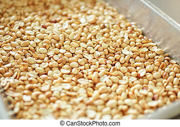 fried peanuts