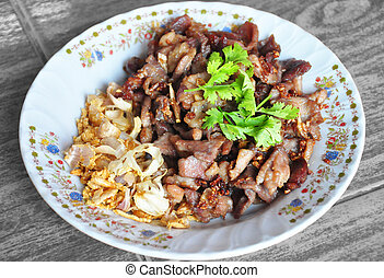 Fried pork with garlic and pepper