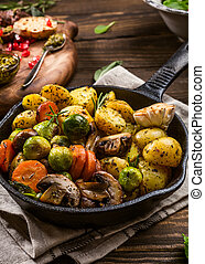 Fried potatoes with vegetables