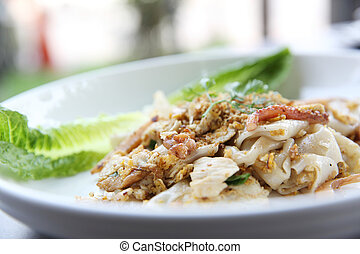Fried rice noodle with chicken