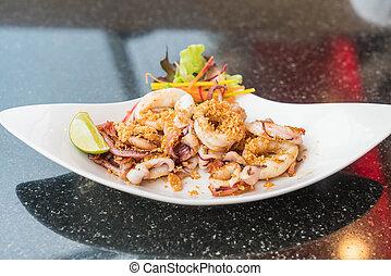 Fried squid with garlic