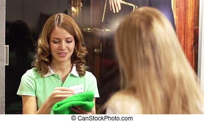 Friendly Shop Assistant